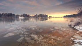 Hielo roto fino en el lago imágenes de archivo libres de regalías