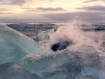Hielo y agua Fotos de archivo libres de regalías