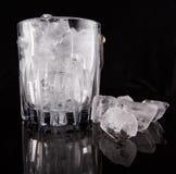 Hielo y cubo de hielo II Fotos de archivo libres de regalías