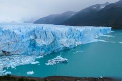 Hielo y lago azules del glaciar de Perito Moreno fotos de archivo libres de regalías