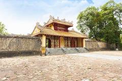 Hiena Duc brama przy Minh Mang grobowem - Cesarski miasto odcień, VIet Zdjęcia Royalty Free