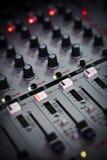 Hier is één van de hulpmiddelen die DJ gebruikt om liederen te mengen Royalty-vrije Stock Fotografie