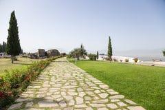 Hierapolis, Τουρκία Αρχαιολογική περιοχή των αρχαίων καταθέσεων νεκρόπολη και τραβερτινών Στοκ Φωτογραφία