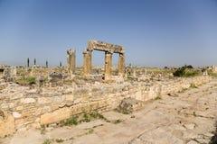 Hierapolis, Турция Руины античных зданий вдоль улицы Frontinus Стоковое фото RF