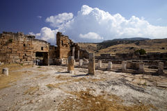 Hierapolis, Турция Старые усыпальницы в некрополе II до столетие XIX стоковая фотография