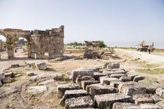 Hierapolis, Турция Строб Domitian, 86-87 лет ОБЪЯВЛЕНИЯ Взгляд от некрополя Стоковая Фотография