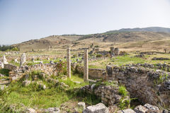 Hierapolis, die Türkei Archäologische Zone und die umgebenden Berge Lizenzfreies Stockbild