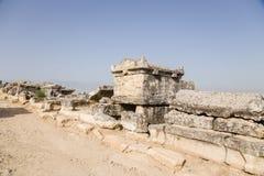 Hierapolis (Pamukkale), Turkiet Arkeologisk zon i den forntida nekropolen Fotografering för Bildbyråer