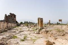 Hierapolis, Turcja Ruiny wzdłuż antykwarskiej ulicy Fotografia Royalty Free