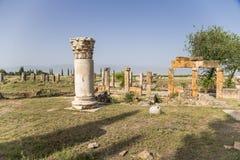 Hierapolis, Turcja Rujnujący budynki na antykwarskiej Frontinus ulicie Zdjęcia Royalty Free