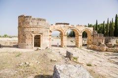 Hierapolis Turkiet Domitian Gate 86-87 år, ANNONS Beskåda från staden Arkivbilder