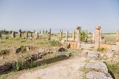 Hierapolis, Turkije Kolommen, die zich langs de Frontinus-straat, de 1st eeuw bevinden ADVERTENTIE Royalty-vrije Stock Afbeelding