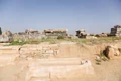Hierapolis, Turquía Sarcófagos en la necrópolis Imagen de archivo libre de regalías