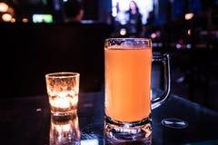 hierba de la cerveza y de la vela Fotografía de archivo