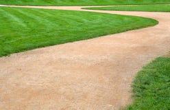 Hierba verde y senda para peatones Imagen de archivo