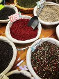 Hierbas y especias en el mercado Fotos de archivo libres de regalías