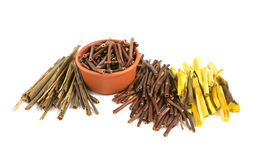 Hierbas y raíces médicas secas Foto de archivo