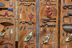 Hieroglify rzeźbiący na drewnie obrazy royalty free