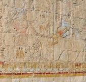 Hieroglips en la pared en templo del pharaoh Fotografía de archivo