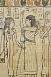 Hieroglyfer i egyptisk papyrus arkivfoto