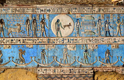 Hieroglyfiska carvings i forntida egyptisk tempel Fotografering för Bildbyråer