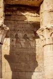 Hieroglyphen am Tempel von Edfu und von Horus, Ägypten Idfu, Edfou, Behdet lizenzfreie stockfotos