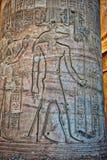 Hieroglyphen am Tempel von Kom Ombo lizenzfreie stockbilder