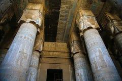 Hieroglyphen und Zeichnungen im Tempel von Hatshepsut stockfotos