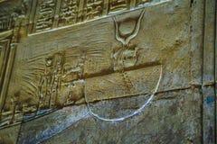 Hieroglyphen und Zeichnungen im Tempel von Hatshepsut lizenzfreie stockfotografie