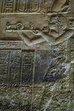 Hieroglyphen und Zeichnungen im Tempel von Hatshepsut lizenzfreie stockfotos