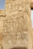 Hieroglyphics в виске Karnak, Луксоре, Египте стоковое изображение