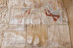Hieroglyphics в виске Karnak, Луксоре, Египте стоковые фотографии rf