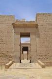 Hieroglyphics no templo de Medinat Habu fotografia de stock