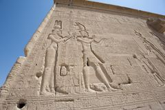 Hieroglypic carvings on an egyptian temple Royalty Free Stock Photos