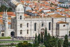 Hieronymites修道院游人在里斯本 免版税库存图片