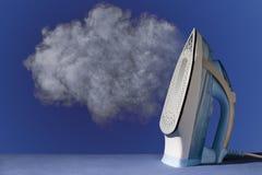 Hierro con vapor Imagen de archivo