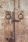 Hierro de acero galvanizado viejo de los tiradores de puerta Fotos de archivo