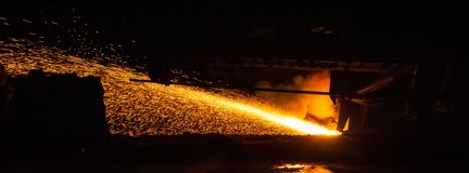 Hierro en lingotes - producción metalúrgica foto de archivo libre de regalías