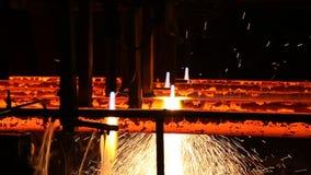 Hierro fundido en fábrica de la acería almacen de video
