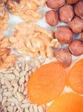 Hierro que contiene de la consumición nutritiva, concepto de nutrición sana como vitaminas de la fuente, minerales y fibra Foto de archivo