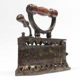 Hierro viejo del carbón con la manija de madera aislada en blanco Fotografía de archivo libre de regalías