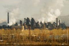 Hierro y planta metalúrgica de acero en diversas visiónes imagenes de archivo