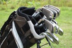 Hierros del golf en un bolso 1 Fotografía de archivo