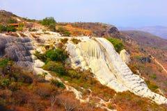 Hierve el Agua, förstenad vattenfall i den Oaxaca droppen Royaltyfri Fotografi