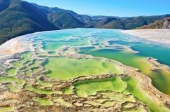Hierve el Agua i de centrala dalarna av Oaxaca mexico Arkivbild