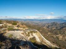 Hierve el agua, naturalna cud formacja w Oaxaca regionie w Meksyk, gorącej wiosny siklawa w górach podczas zmierzchu fotografia stock