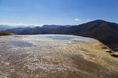 Hierve Gr Agua betekent kokend water Het is een geologisch massief in Oaxaca, Mexico stock foto's