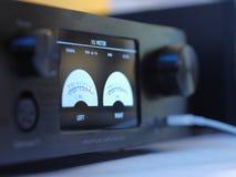 Hifiheadphoneförstärkare med volympocentyometremdecibel fotografering för bildbyråer