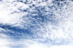 High contast fleecy clouds Royalty Free Stock Photo