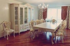 High-end luxemeubilair Binnenland van modern woonkamermeubilair in klassieke stijl witte boom met gouden versiering patina gravur royalty-vrije stock afbeelding